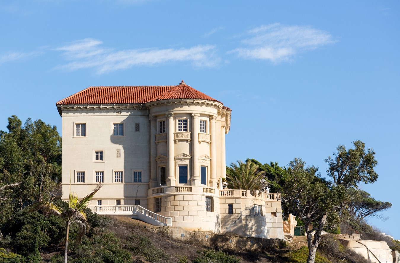modern wine country mansions definitely need to hire a window cleaning service